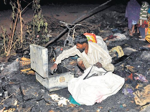 Fire guts 25 huts in slum