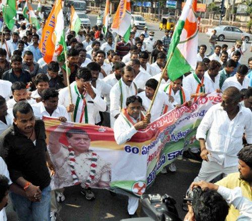 Cong re-nominates Telangana ministers