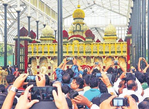Flower show draws 1.5 lakh visitors