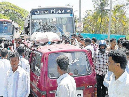 2 killed in Maruti van, KSRTC bus collision