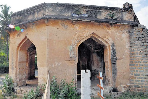 No signboards at Hampi's heritage sites