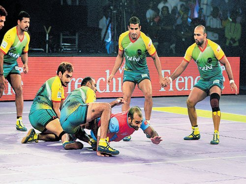 Patna Pirates tame Jaipur Pink to qualify for play-offs