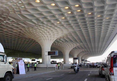 Terror threat to Mumbai airport, Taj Hotel turns out a hoax
