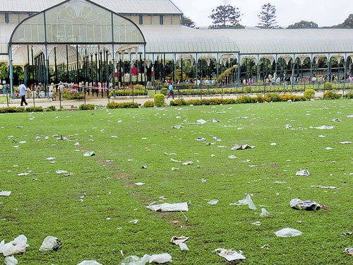 Extra staff work in shifts to clear garbage at Lalbagh