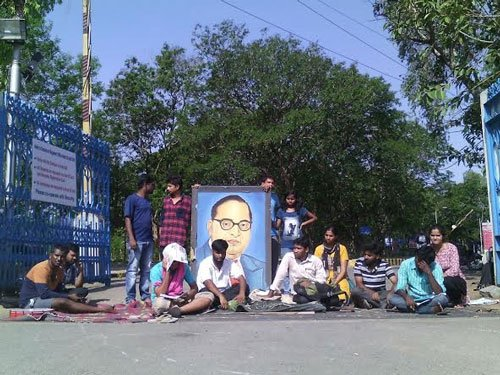 JAC members block HCU main gate