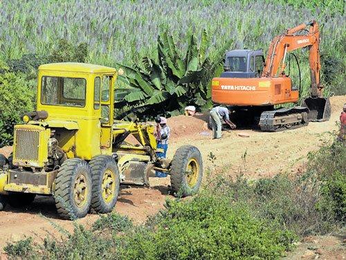 Unesco seeks report on road near Hampi's heritage tank