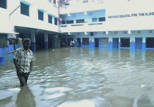 Rain paralyses life in Hyderabad