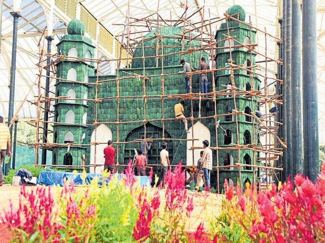 Gol Gumbaz in roses to draw crowds at this year's Republic Day Flower Show