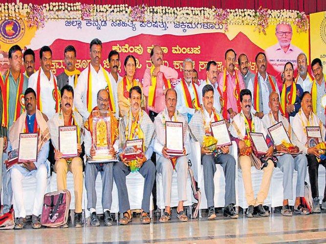 Build Kannada schools, Kum Vee tells rich