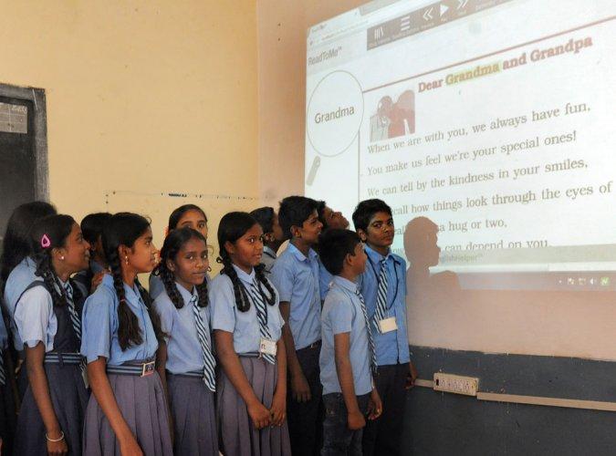 Kannada-medium students learn Queen's English the king's way