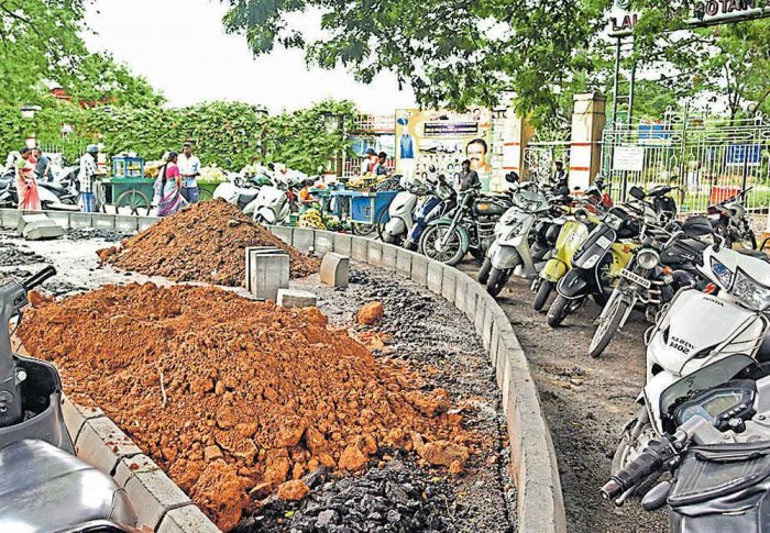 Lalbagh walkers oppose traffic island as parking woes worsen