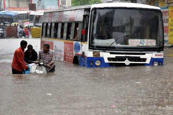 Heavy rains lash parts of Hyderabad and Telangana