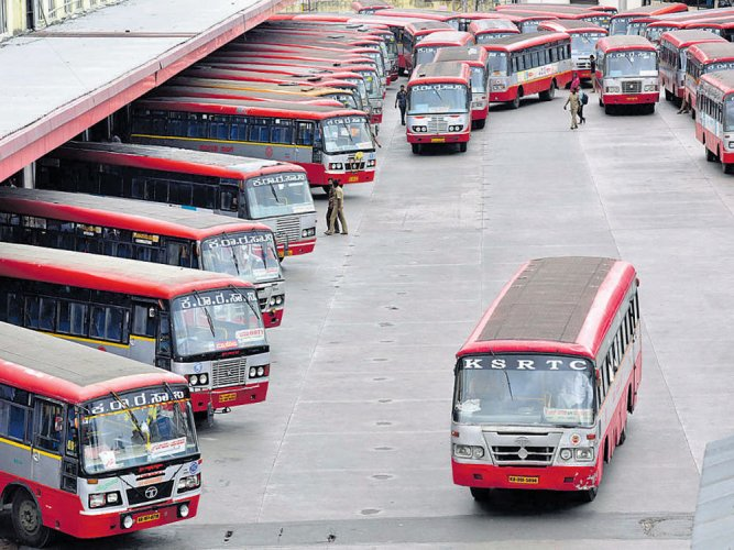 KSRTC workers protest against officials