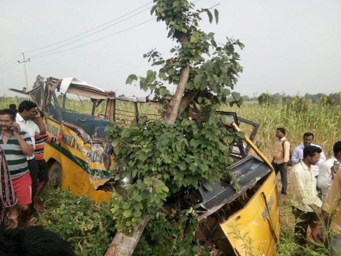 1 student killed, 3 injured in schoolvan-KSRTC bus collision