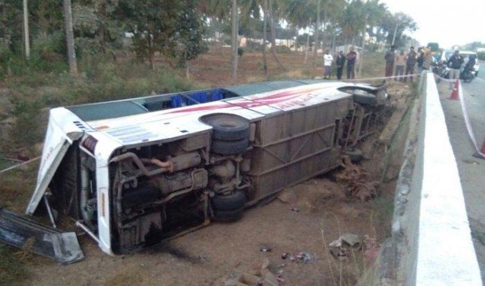 7 killed as KSRTC bus falls off  bridge near Hassan