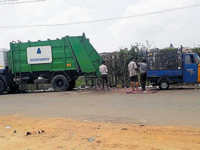 At present, the city generates close to 5,700 metric tonnes of waste, out of which close to 4,200 metric tonnes is wet waste and about 1,200 is dry waste. (DH File Photo)