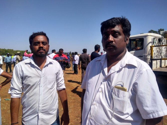 Lokesh and Anand, the attendants at the spot spoke to DH that they managed to safeguard close to about 100 cars.