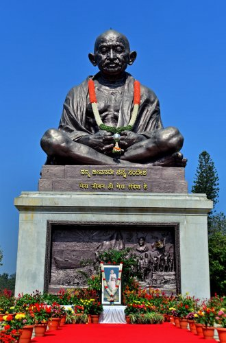 A replica of this Gandhi statue at the Vidhana Soudha will be created at Lalbagh.