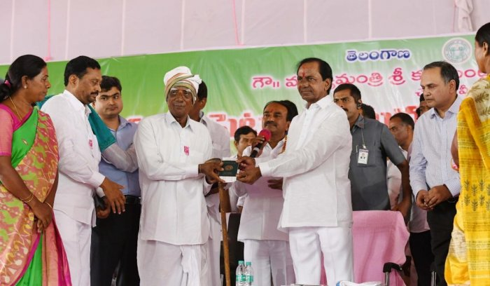 Telangana Chief Minister K Chandrasekhar Rao hands over the first 'Rythu Bandhu' cheque to a farmer, Sanjeeva Reddy, on Thursday.