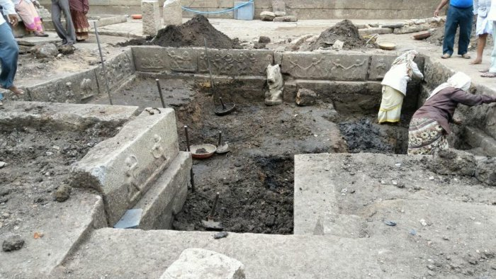 The temple tank which was excavated at Hampi on Sunday. DH PHOTO