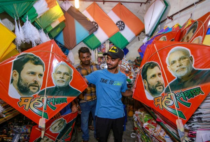 Jammu: A shopkeeper displays colourful kites bearing photos of Prime Minister Narendra Modi and Congress President Rahul Gandhi ahead of Raksha Bandhan celebrations, in Jammu on Saturday, Aug 18, 2018. (PTI Photo) (PTI8_18_2018_000068A)