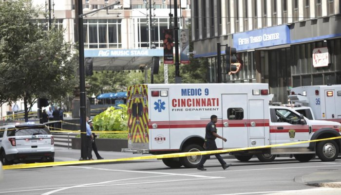 Police and fire officials investigate following a shooting nearby in the Fifth Third Bank building on September 6, 2018 in Cincinnati, Ohio. AFP photo