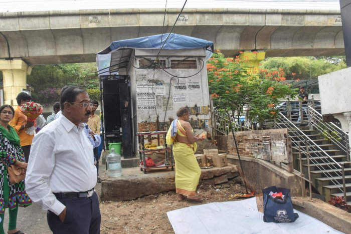 A priest performs puja during the ground-breaking ceremony for the new skywalk on MG Road. DH PHOTO/B H Shivakumar