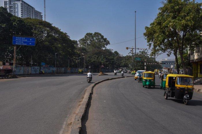 A view of the 'Y' junction near Okalipuram which connects Rajajinagar, Vijayanagar and Basaweshwaranagar to city centre. DH Photo/S K Dinesh