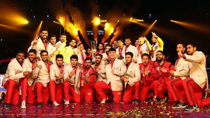 FINALLY, PARTY TIME A jubilant Bengaluru Bulls side poses with the Pro Kabaddi League Season 6 trophy after defeating Gujarat Fortunegiants in Mumbai on Saturday.