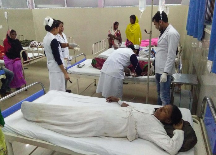victims are under medical treatment at Jorhat hospital after allegedly drinking toxic bootleg liquor in Assam's Golaghat district on February 22, 2019. - The deaths in the northeastern state of Assam came less than two weeks after about 100 people died after drinking tainted liquor in Uttar Pradesh and Uttarakhand states. (Photo by Biju BORO / AFP)