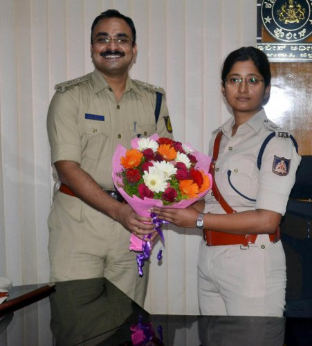 Outgoing Superintendent of Police Laxman Nimbargi greets newly appointed SP Nisha James in Udupi on Saturday.