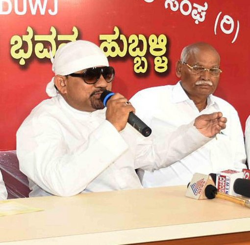 M D Ali, also known as 'Junior Vishnuvardhan', speaks during a press conference in Hubballi on Saturday. DH Photo