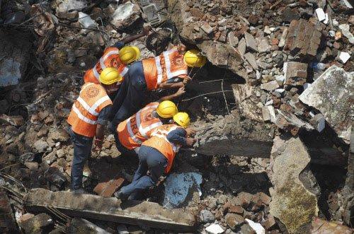 Mumbai building collapse toll 61