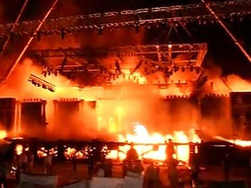 Massive fire at 'Make in India' cultural event in Mumbai,stage gutted