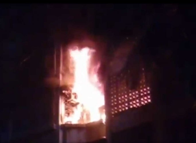 Four members charred in major fire at a residential building in Mumbai