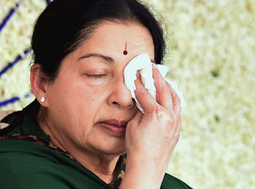 Jayalalithaa holds meeting in hospital