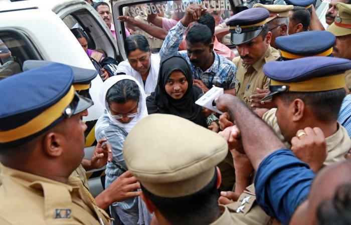 SC sends Hadiya to Salem in TN to pursue her studies