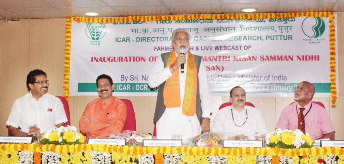 Union Minister of State for Agriculture and Farmers' Welfare Parshottam Rupala speaks after inaugurating the district-level Kisan Samman Nidhi programme at the ICAR-Directorate of Cashew Research, Puttur, on Sunday.