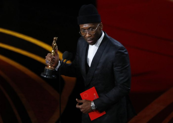 "Mahershala Ali accepts the Best Supporting Actor award for his role in ""Green Book."" (Reuters Photo)"