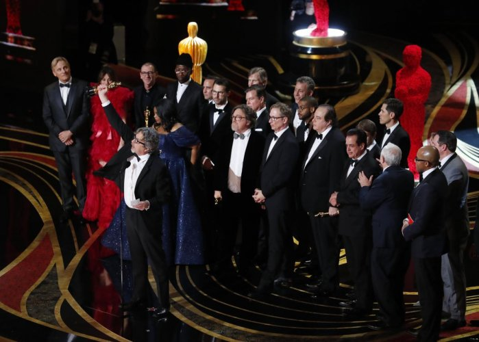 "Peter Farrelly accepts the Best Picture award for ""Green Book."" (Reuters Photo)"