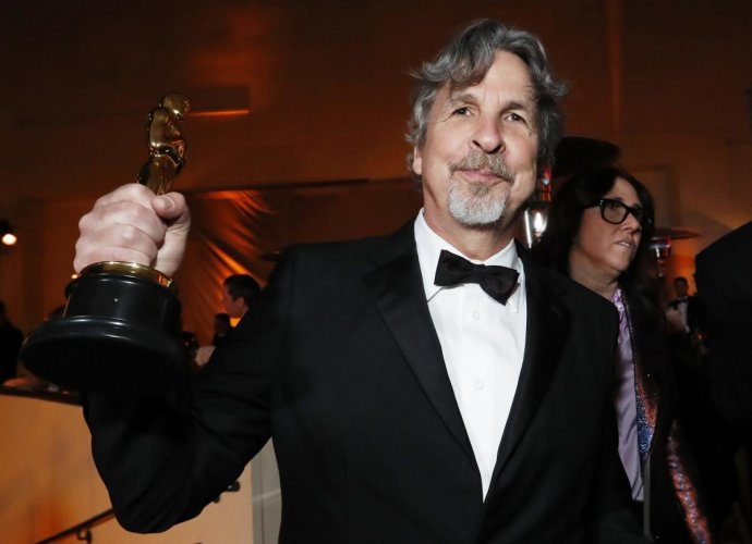 """Peter Farrelly with his Best Picture award for """"Green Book."""" (REUTERS)"""