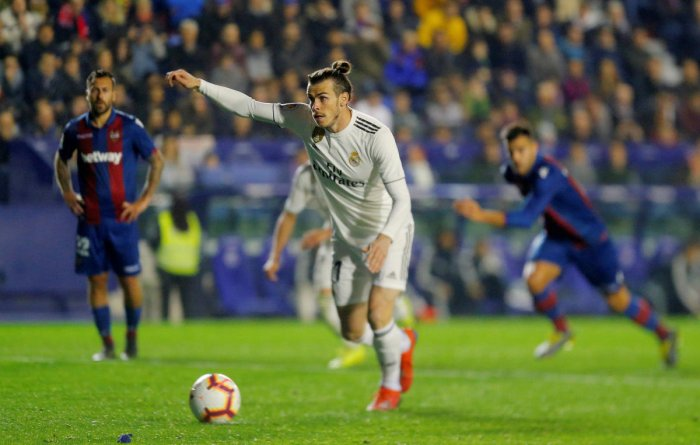 Real Madrid's Gareth Bale poised to score off a penalty against Levante. REUTERS