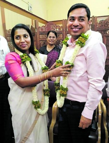 IAS officers Hephsiba Rani Korlapati and Ujwal Kumar Ghosh marry at the sub-registrar's office in Hubballi on Monday.
