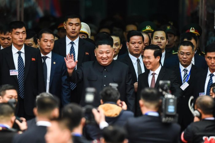 North Korean leader Kim Jong Un (C) waves after arriving at the Dong Dang railway station in Dong Dang, Lang Son province, on February 26, 2019, to attend the second US-North Korea summit. - North Korean leader Kim Jong Un crossed into Vietnam on February