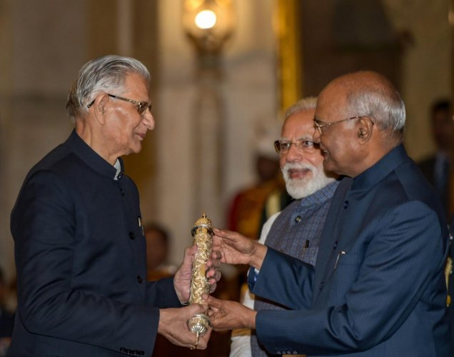 President Ram Nath Kovind and Prime Minister Narendra Modi confer the Gandhi Peace Prize (2017) to Ekal Abhiyan Trust during an awards ceremony at Rashtrapati Bhawan, in New Delhi, Tuesday, Feb. 26, 2019. (PTI Photo)