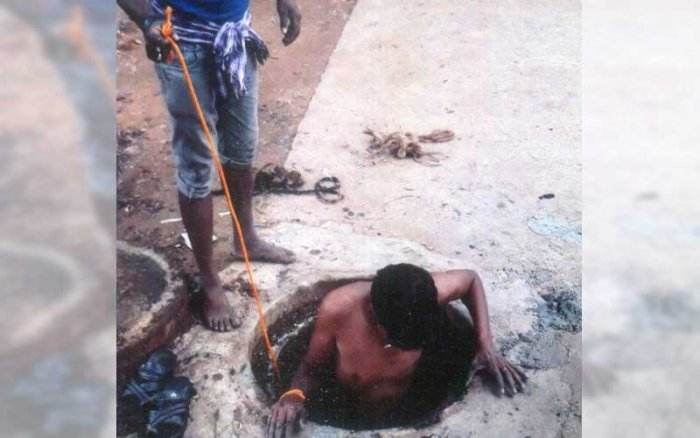"A survey last year in six districts - Kolar, Bengaluru, Mangaluru, Mysuru, Kalaburagi, and Hubballi-Dharwad - found 1,720 manual scavengers. There could be at least 10,000 across the state,"" Hiremani guessed. (DH File Photo)"