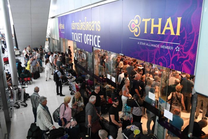 Stranded passengers wait for the Thai Airways ticket counter at the Suvarnabhumi International Airport in Bangkok on February 28, 2019. (AFP Photo)