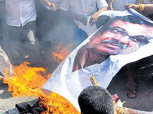 AIADMK protests against Cong chief remarks