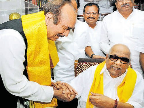 DMK, Cong join hands for TN polls