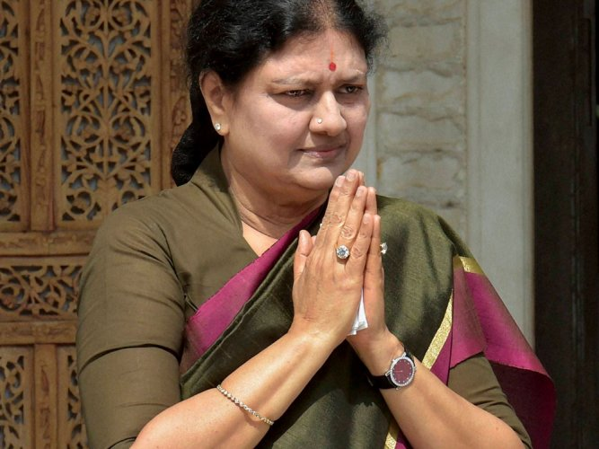 Sasikala holds meetings with dist level AIADMK cadres, MLAs